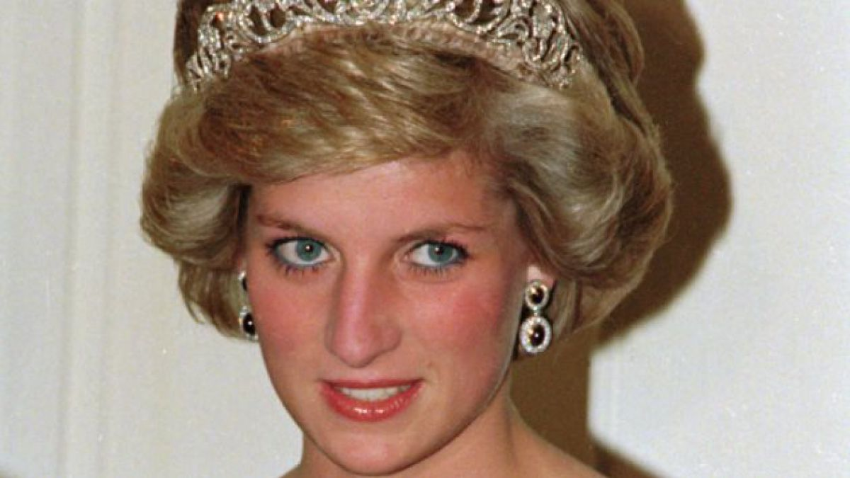Biografía sobre el Príncipe Harry revelaría amenaza de muerte de Lady Di a Camilla Parker