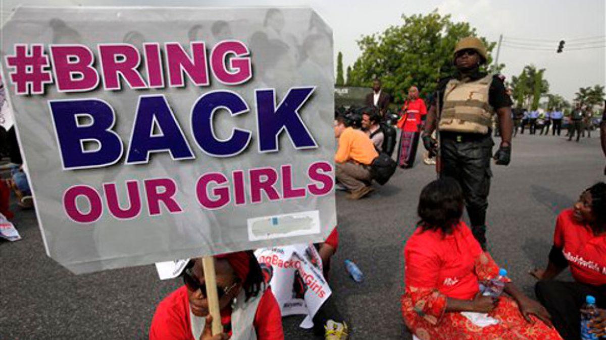 """Aviones espía en busca de Boko Haram habrían descubierto """"grandes grupos de niñas"""""""