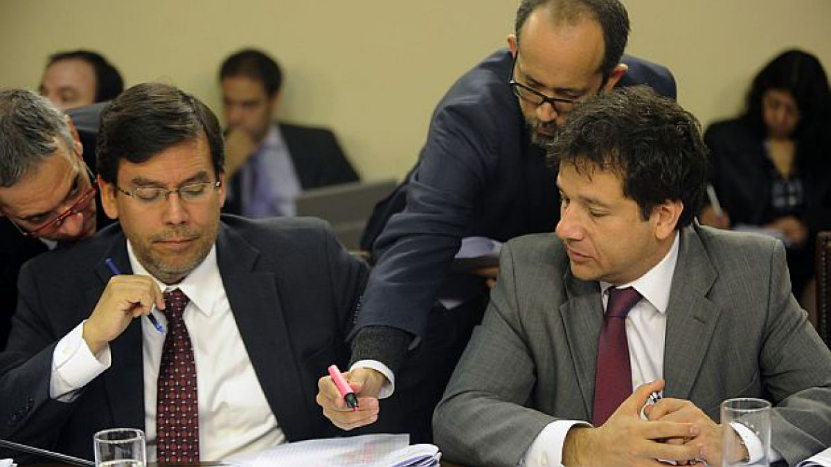 UDI pide explicaciones a Hacienda por honorarios de asesores que superan sueldo de subsecretario