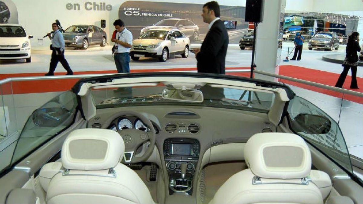 Venta de automóviles cae 20% respecto de mayo de 2013 e industria lo atribuye a desaceleración y ref