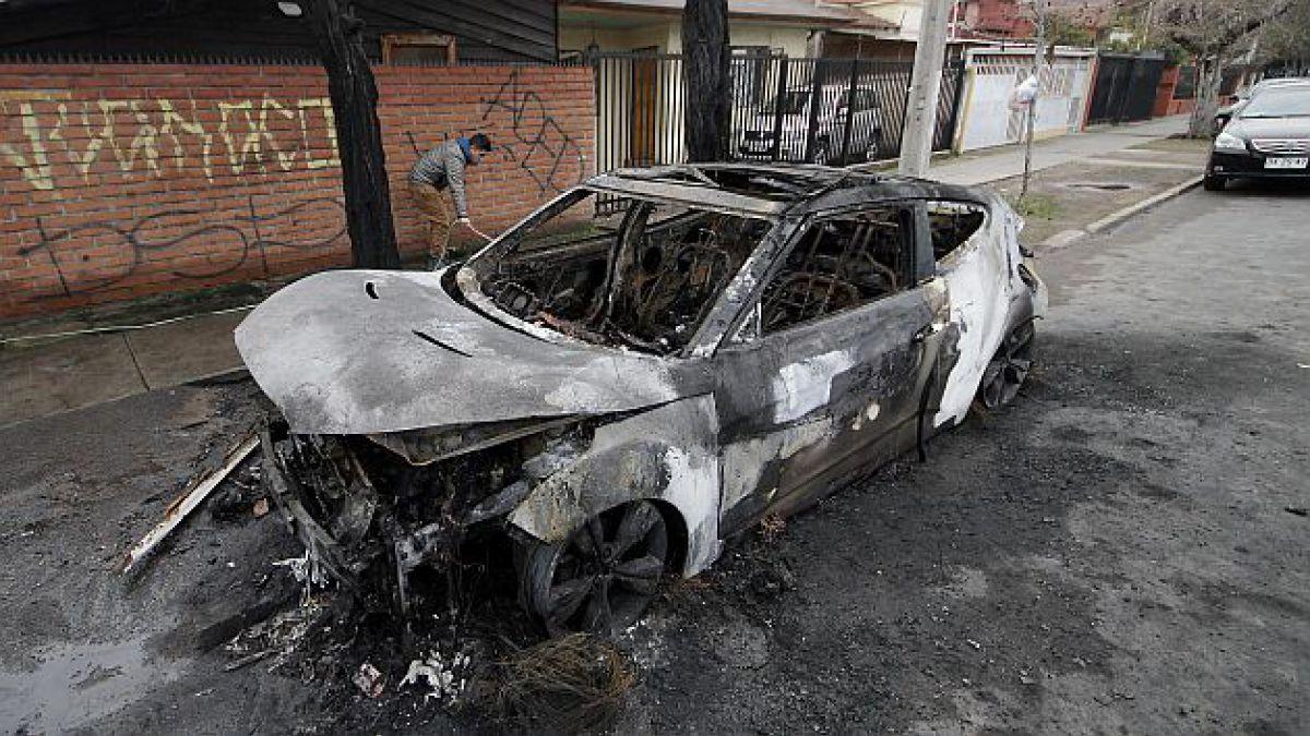 Gobierno interpone querella por ataques incendiarios a vehículos en Santiago y Viña del Mar