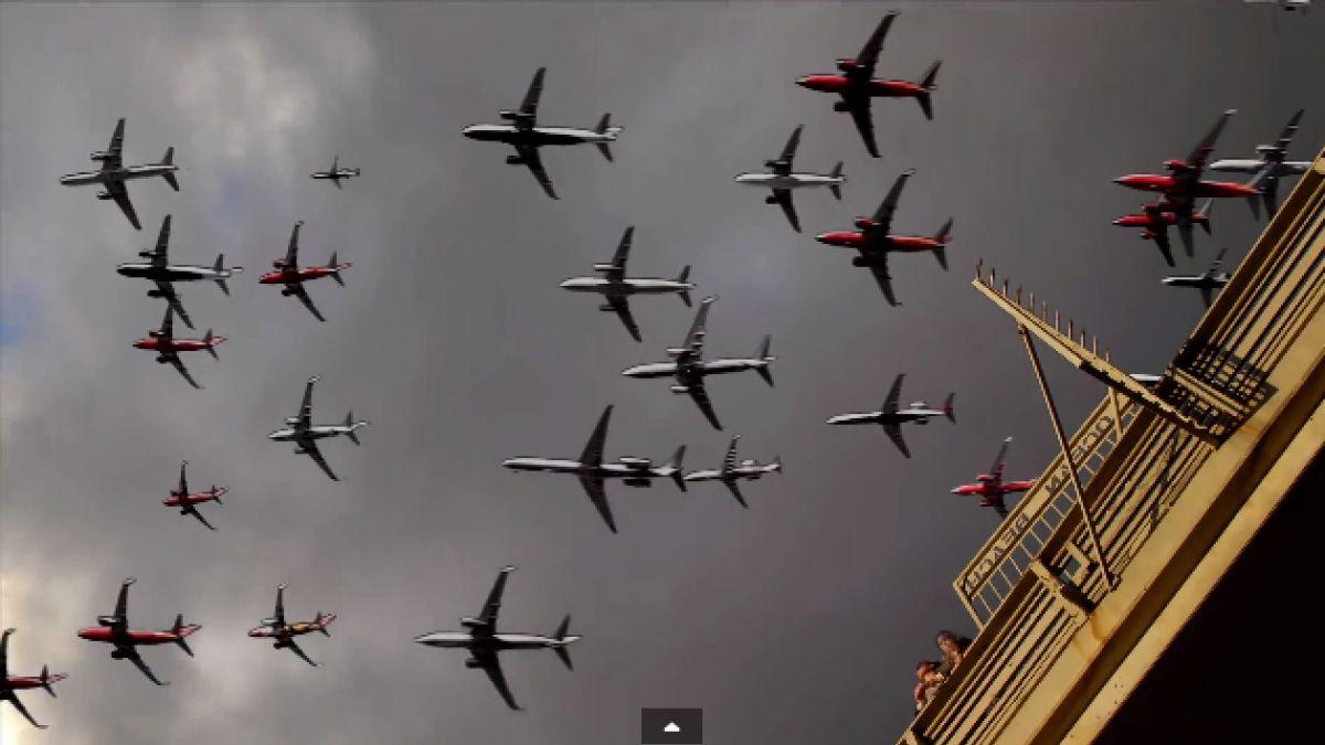 (VIDEO) Seis horas de salidas de aviones condensadas en 32 segundos