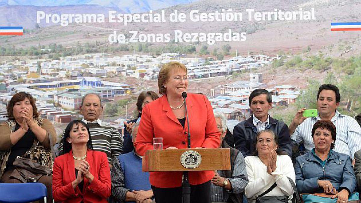 Bachelet anuncia inversión de $1.500 millones este año para 14 comunas rezagadas