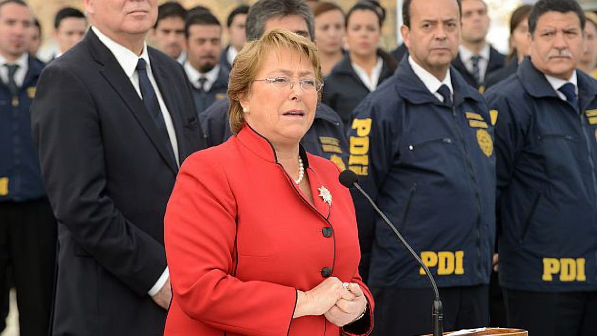 Bachelet firma proyecto de ley para aumentar en 1.200 nuevos efectivos la dotación de la PDI