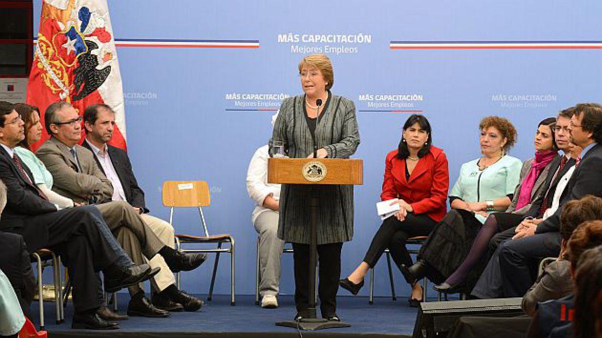 Presidenta Bachelet anuncia programas de capacitación laboral para mujeres y jóvenes