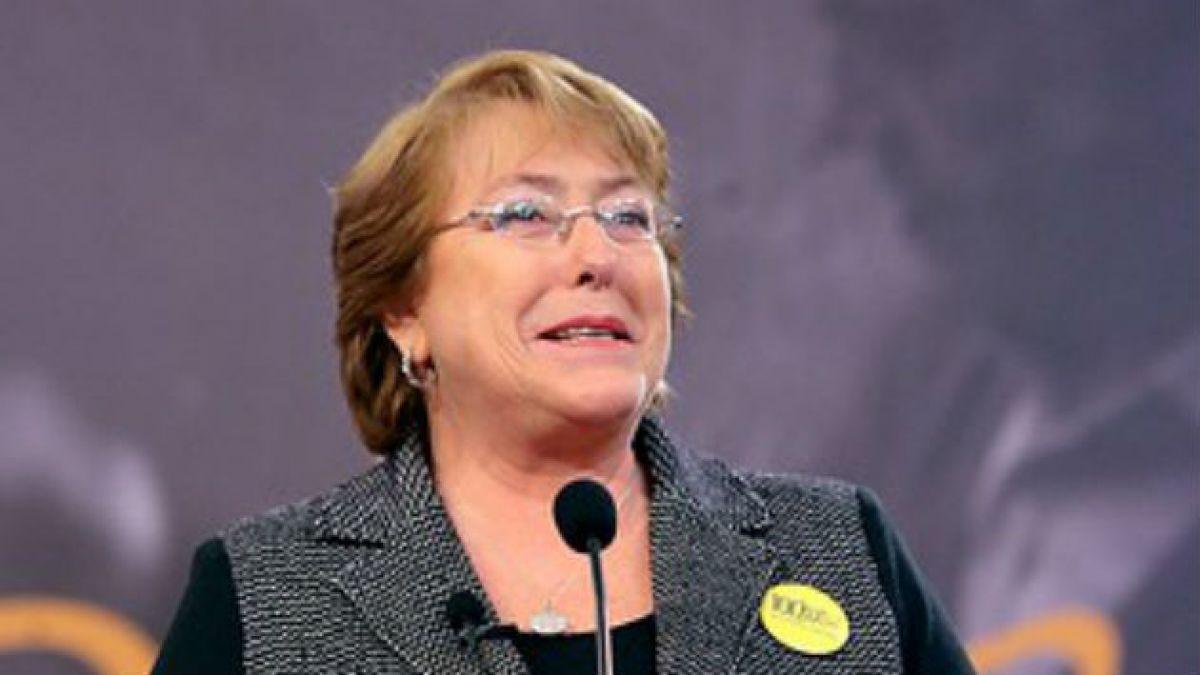 Jefa de gabinete de diputada Claudia Nogueira insulta a Bachelet por Twitter