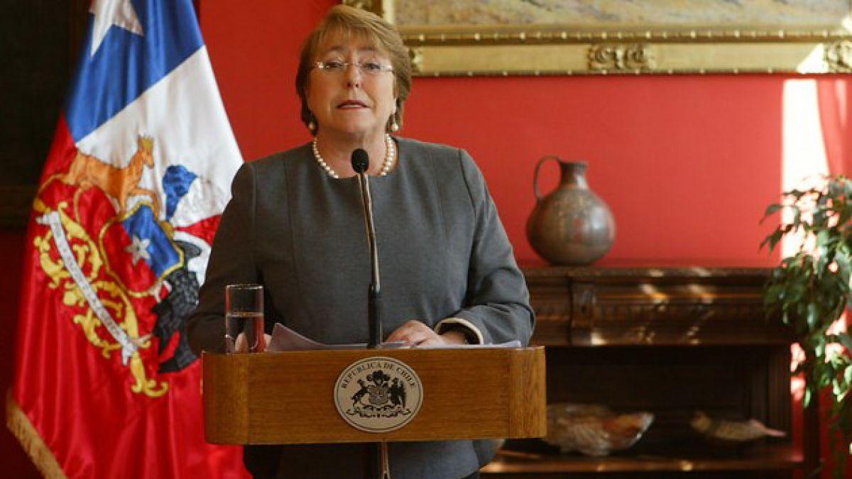 Adimark: Bachelet logra un 49%, la aprobación más baja de su segundo gobierno