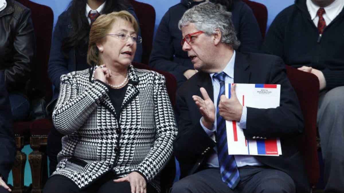 Bachelet dice que Reforma Educacional tiene un conductor que está trabajando muy duro en esto