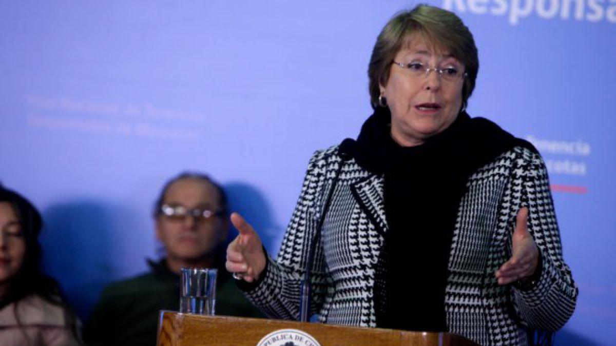 Presidenta Bachelet firma decreto de tenencia responsable de mascotas
