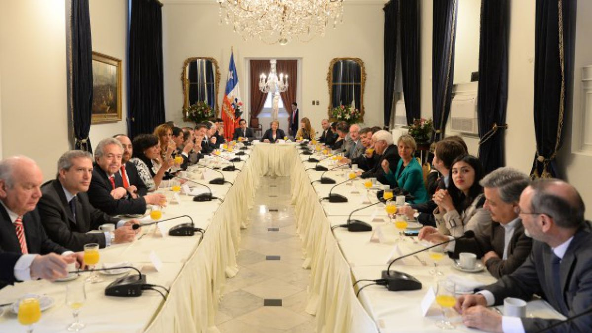 Gobierno se reúne con diputados oficialistas, de Amplitud e independientes tras despacho al Senado d