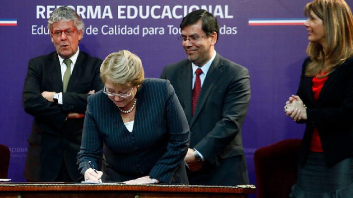Financial Times aborda reformas de Bachelet y dice que Chile es víctima de su propio éxito