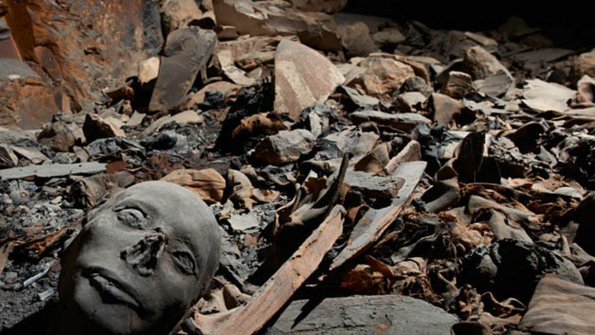 Egipto: arqueólogos hallan tumba con restos de 50 momias