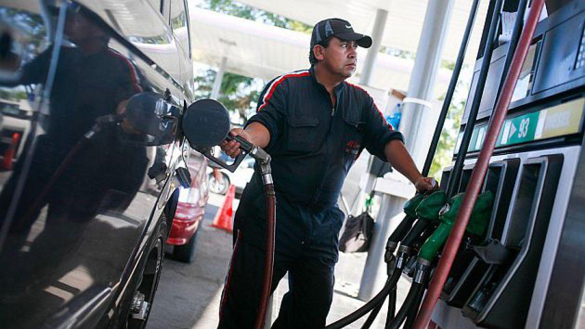 Precio de las bencinas caerá hasta $25 por litro desde este jueves