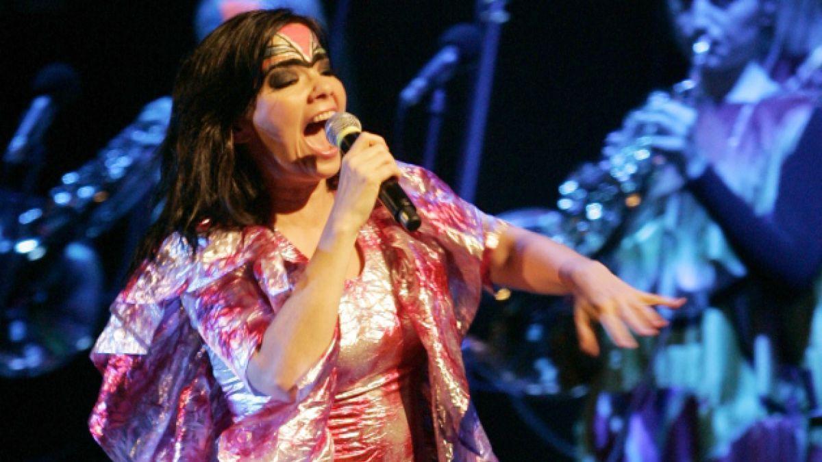Björk sorprende al estrenar nuevo disco por internet tras su filtración