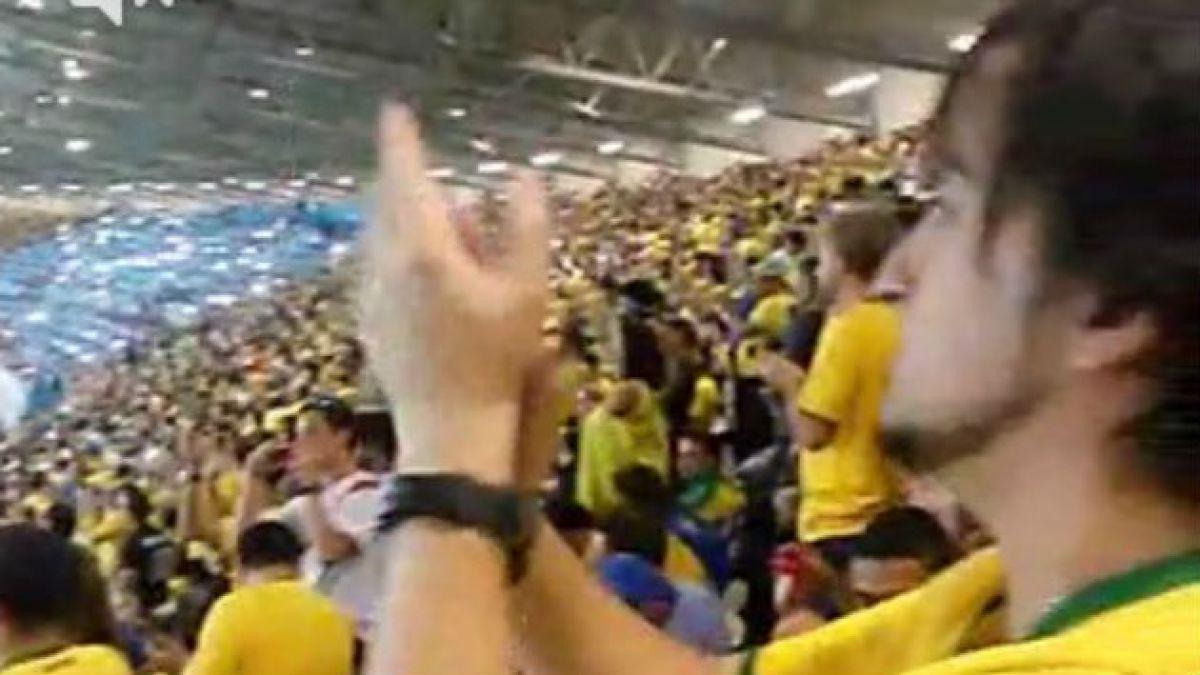 Brasileños en el estadio aplauden el 7 gol alemán