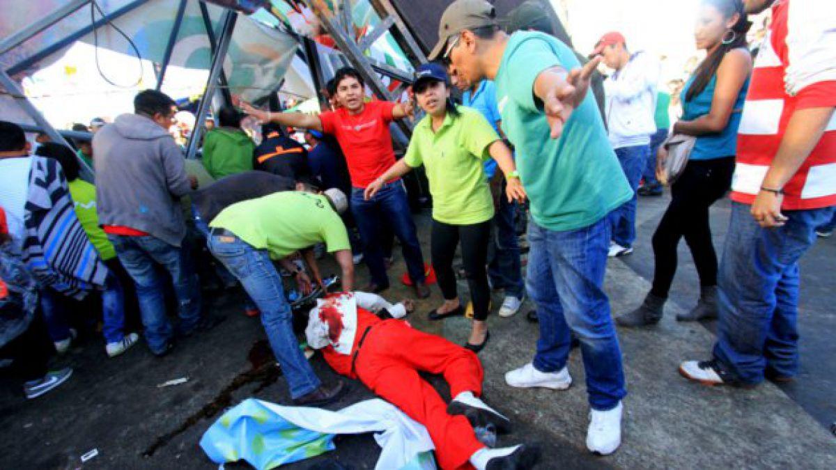 Caída de pasarela en Bolivia termina con 4 muertos y múltiples heridos