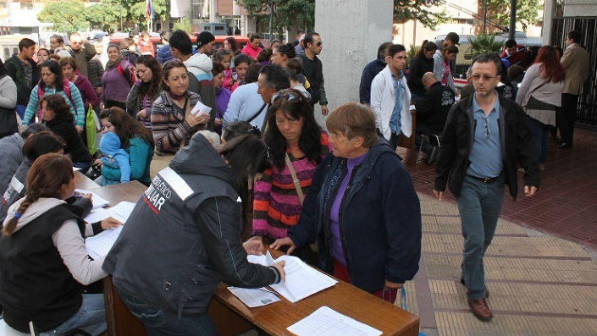 Los diez pasos para recibir y usar el bono de vestuario para afectados por incendio en Valparaíso