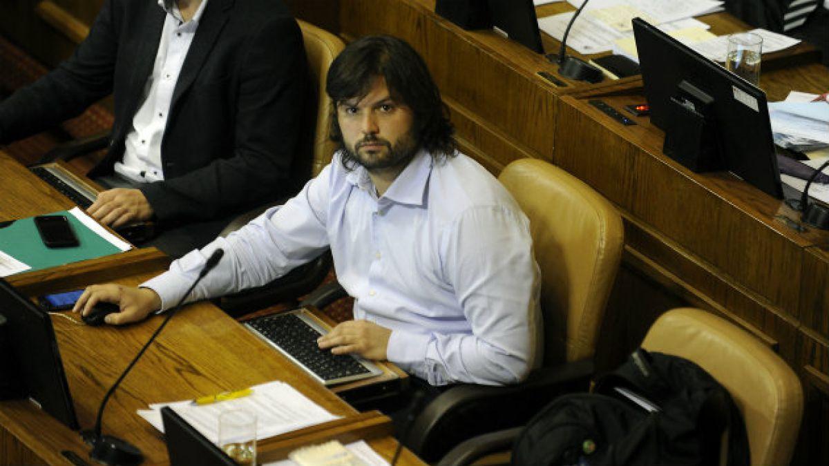 Diputado Boric: Nadie ocupa el Congreso para convencer, las decisiones se toman antes en otros espa