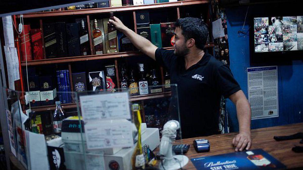 Providencia aplaza inicio de restricción a venta de alcohol y se establecerá mesa de trabajo