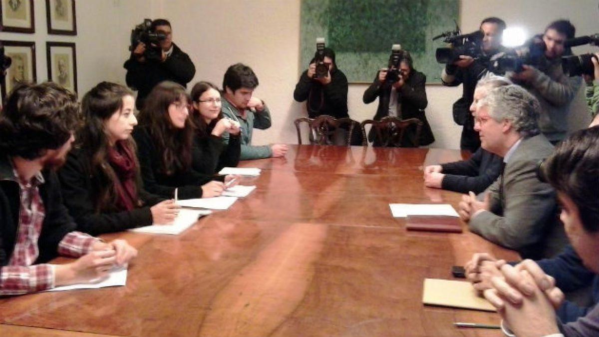 Confech decide unirse a plan de participación ciudadana tras cita con Eyzaguirre