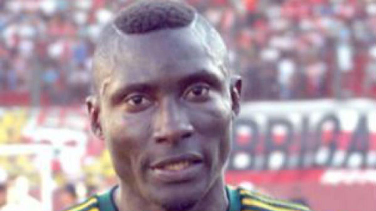 Muere máximo goleador de Argelia tras impacto de objeto lanzado desde la tribuna