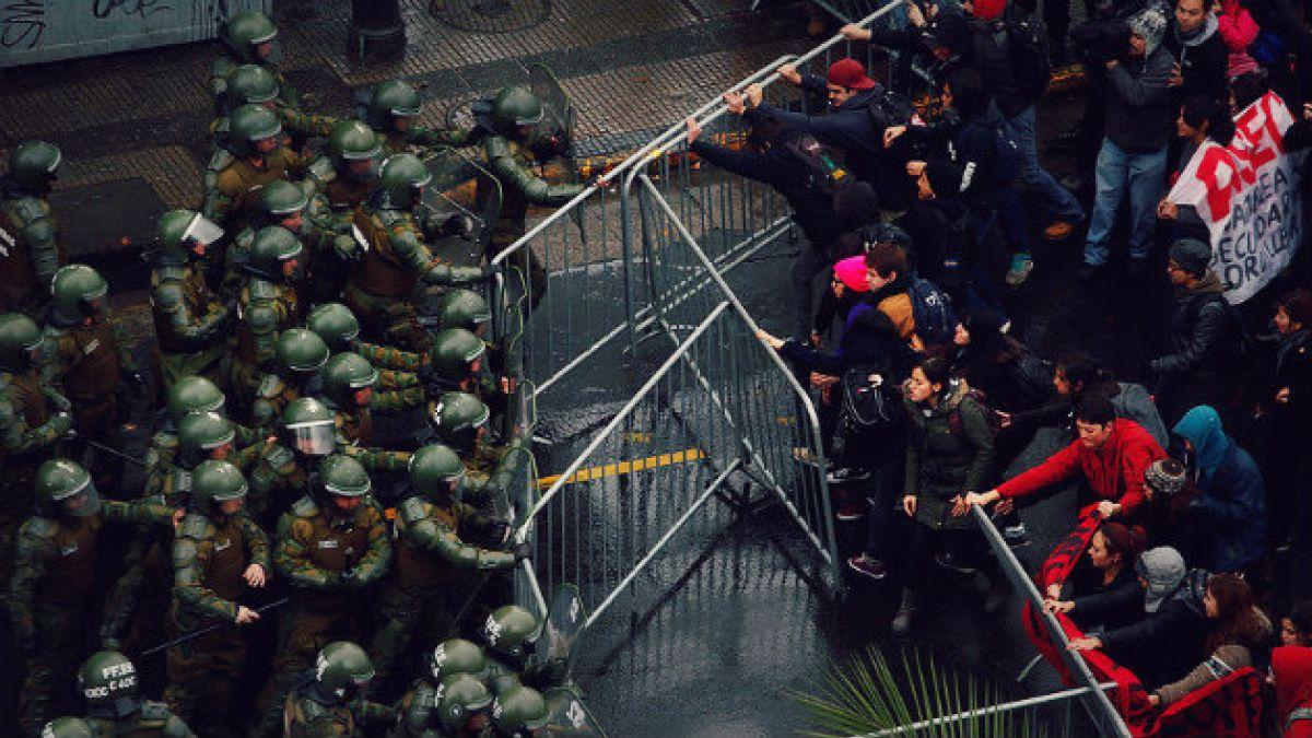 Senadores RN proponen sancionar con cárcel a quienes agredan a Carabineros