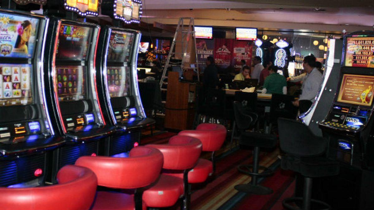 Acusaciones cruzadas y retiro de proyectos marcan polémica licitación de casino en Chillán