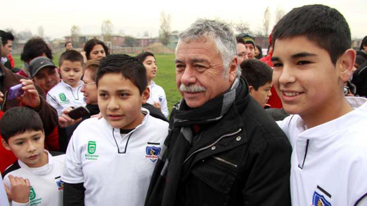 Carlos Caszely ya es miembro del directorio de Blanco y Negro