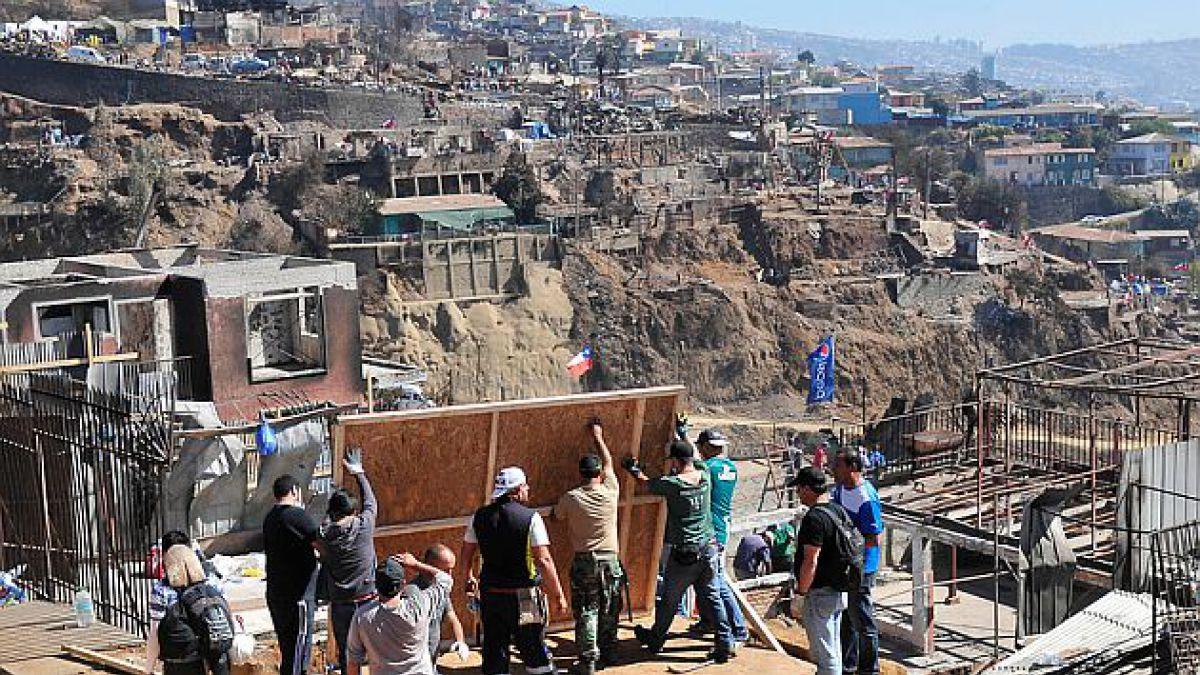 Las ocho lecciones que Valparaíso debe considerar para su reconstrucción tras el incendio