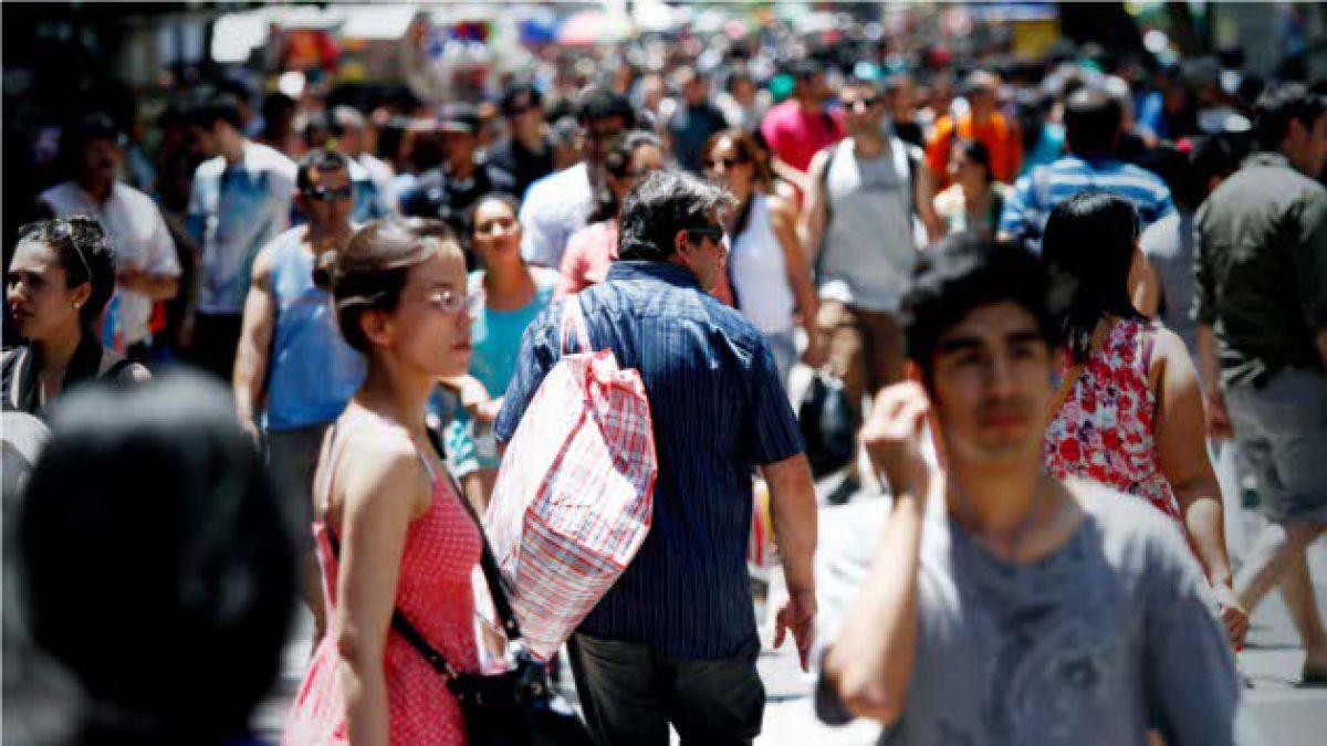 Adimark: Confianza de los consumidores cruza el umbral del pesimismo por primera vez en dos años