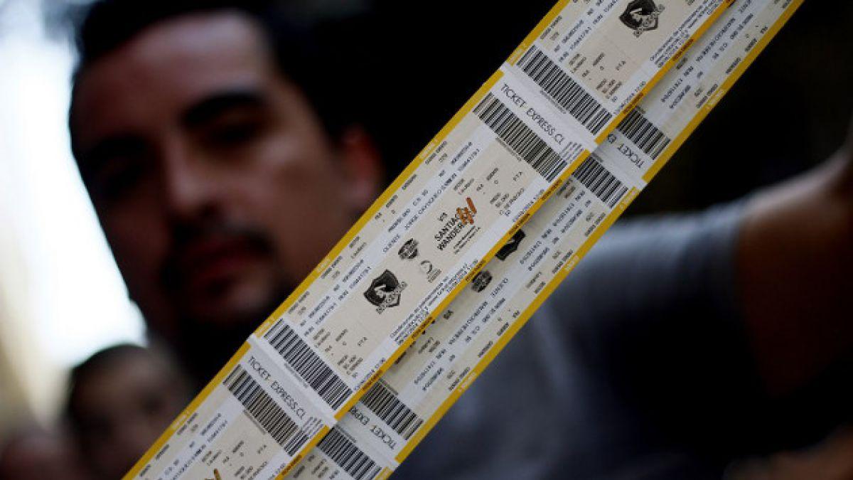 Cerca de mil hinchas se perderían el duelo Colo Colo–Wanderers por sobreventa de entradas