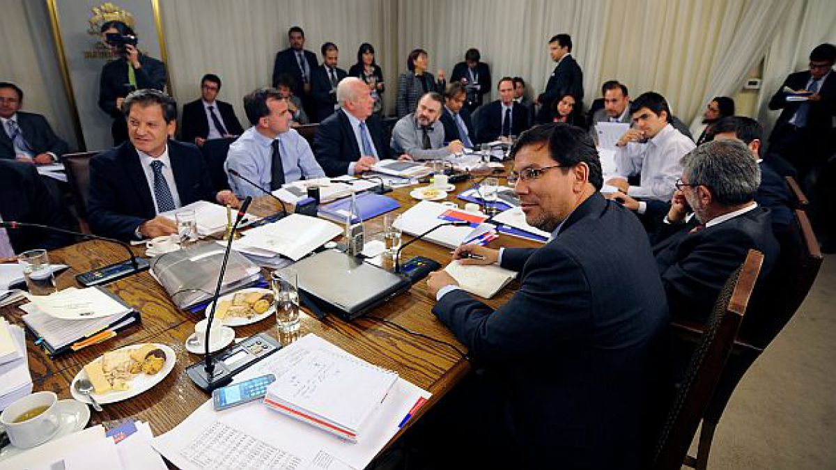 Comisión de Hacienda aprueba artículos 3 y 4 de proyecto de reforma tributaria