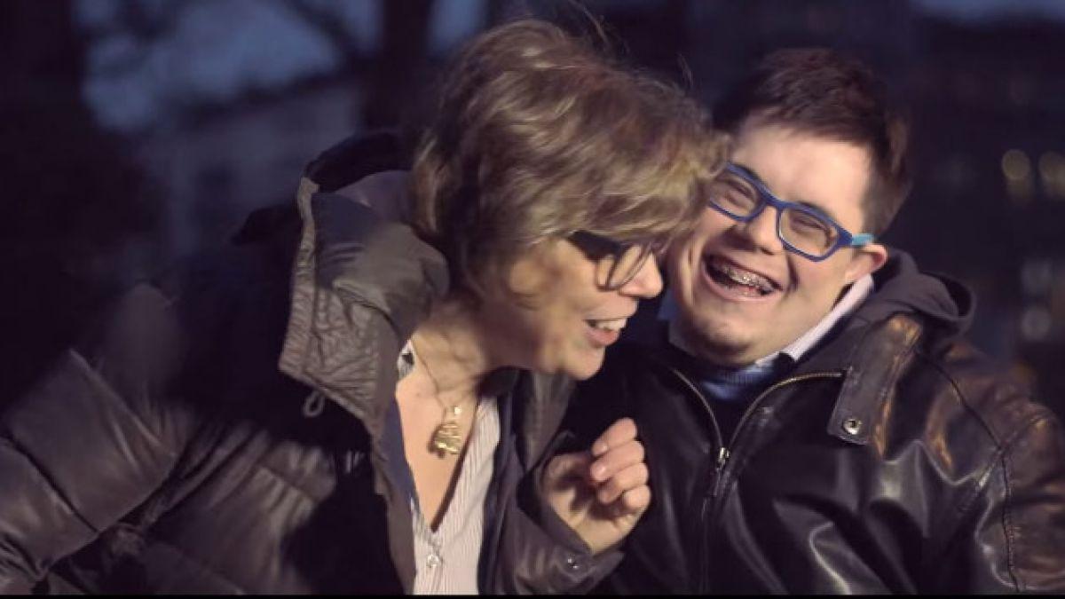 Niños con Síndrome de Down responden a preocupada futura mamá