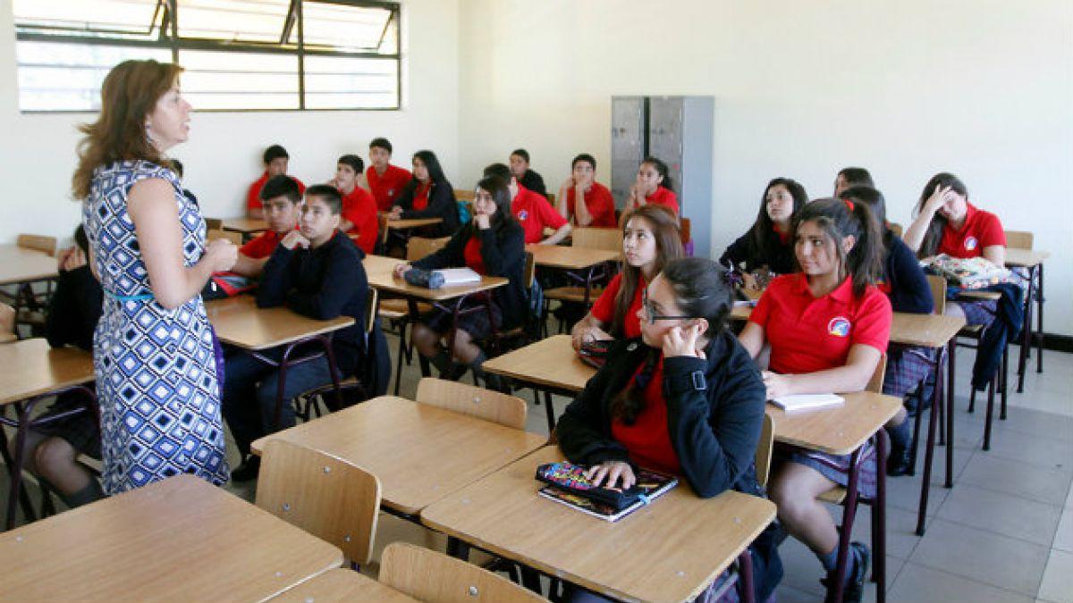 Educación: Aumentan profesores con nivel destacado y gobierno anuncia política nacional docente