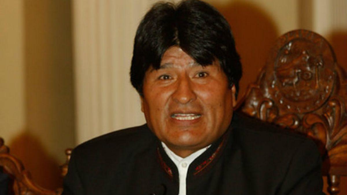 El Barcelona regala una camiseta firmada a Evo Morales