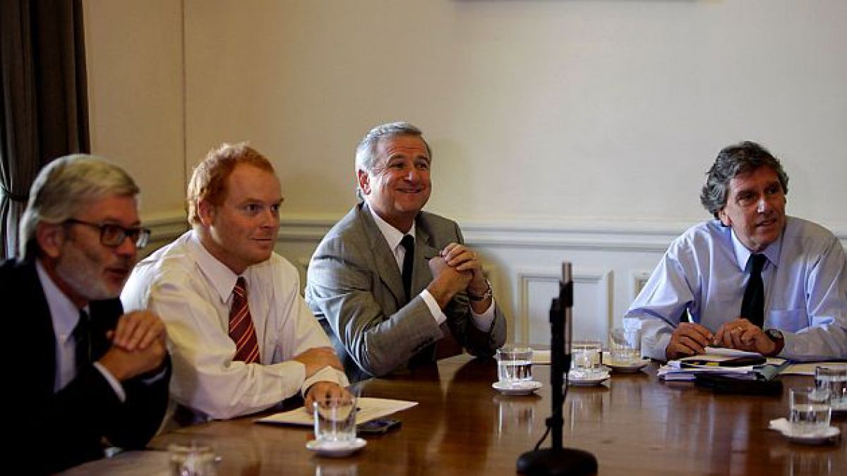 Ex ministros Larraín y Fontaine insisten en que reforma tributaria tendrá efectos sobre empleo, pyme