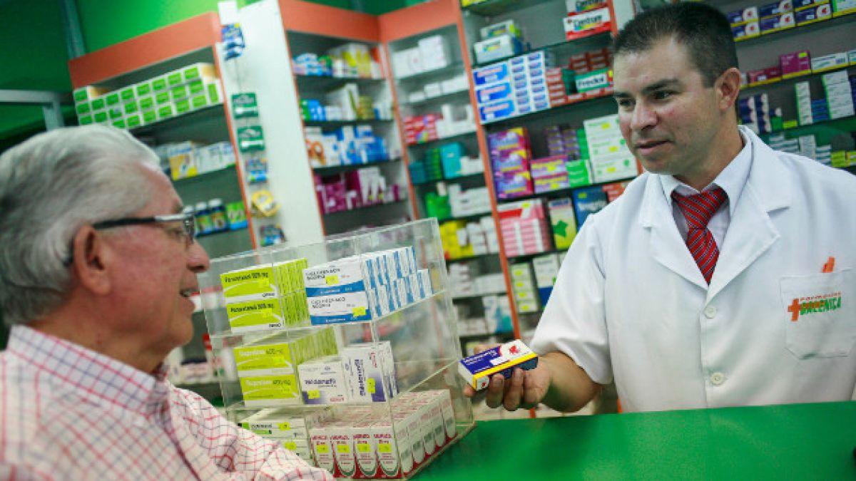 """Denuncian que cadenas de farmacias continúan practicando la """"canela"""""""