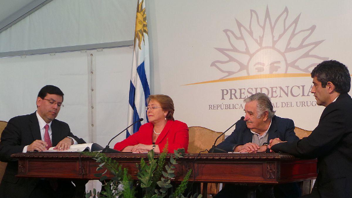 Chile firma acuerdo con Uruguay para intercambiar información tributaria