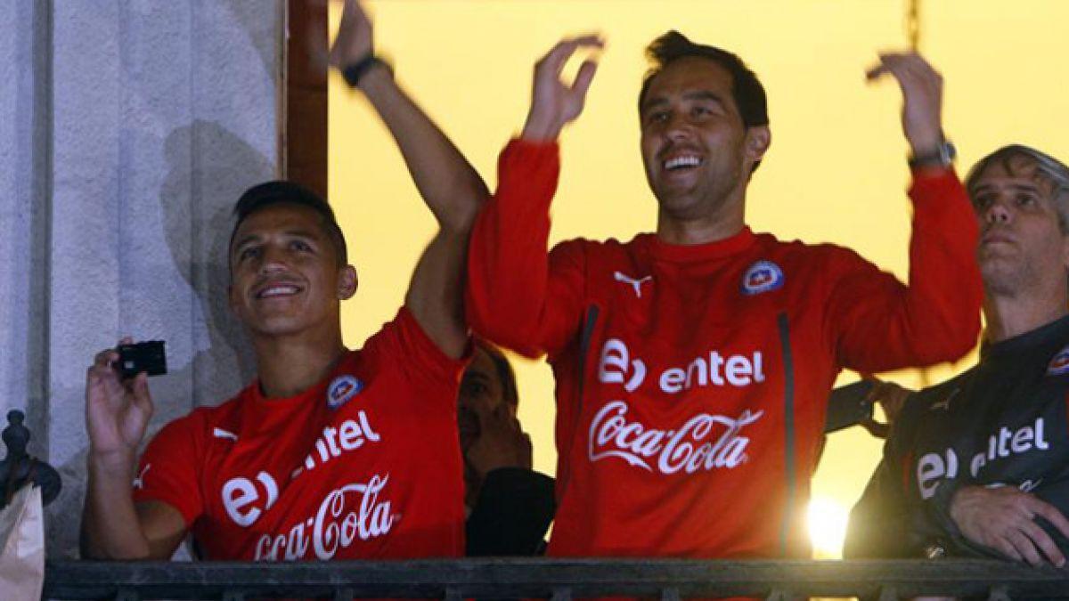 Encuesta: Bravo y Sánchez, los mejores de la Roja en el duelo ante Brasil