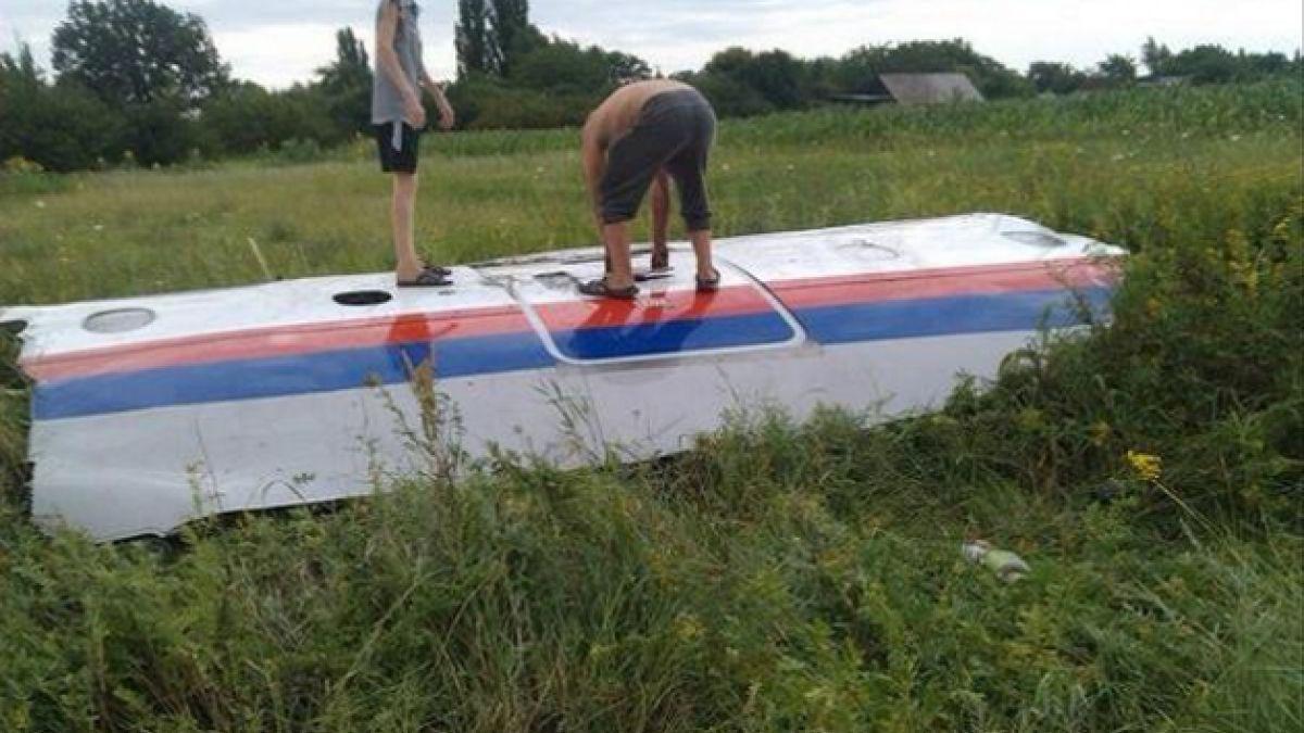 [FOTOS] Ucrania: publican supuestas partes del fuselaje del Malaysia Airlines