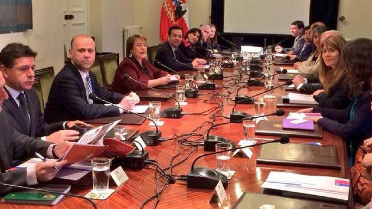 Presidenta Bachelet encabeza consejo de gabinete para analizar Presupuesto 2015