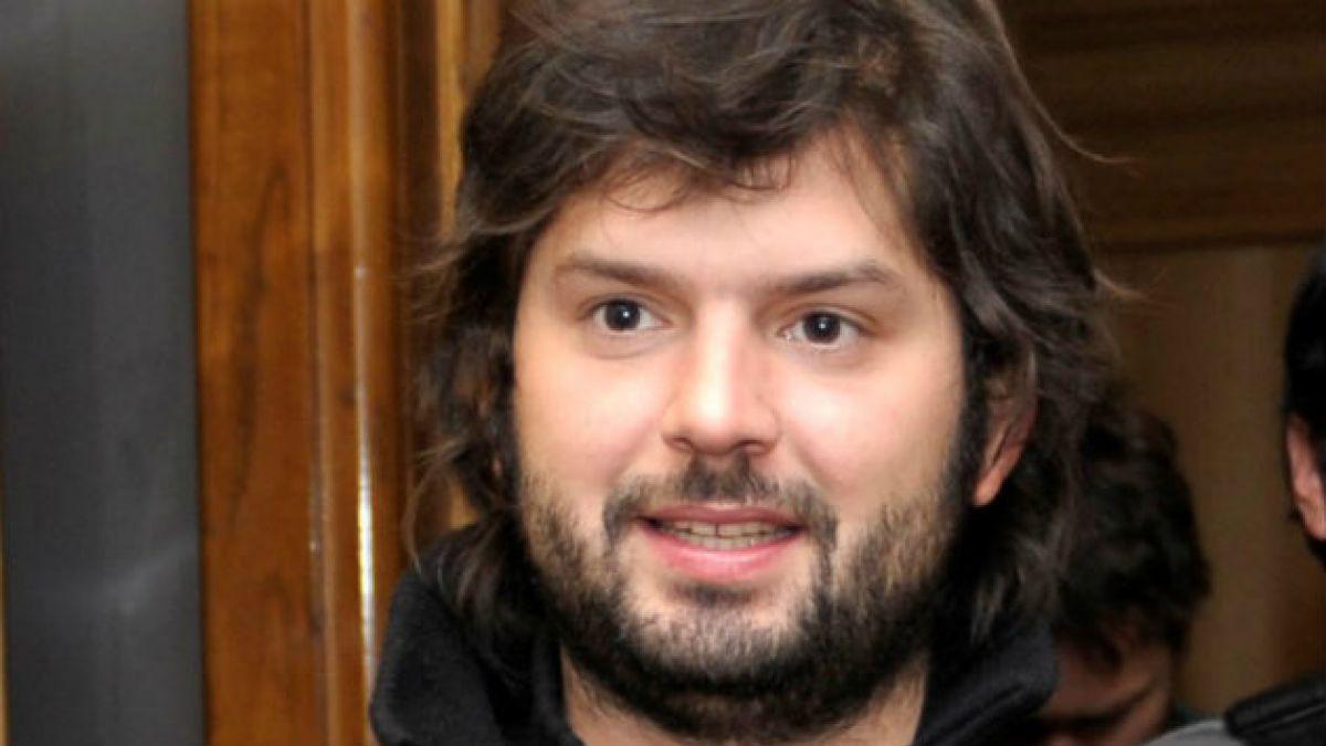Gabriel Boric denuncia detención en marcha de hoy: Traté de evitar que FFEE golpeara a apoderada