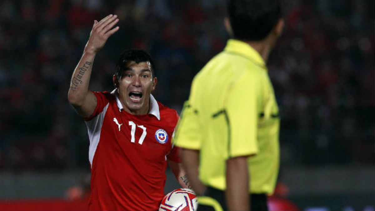 Chile es la selección sudamericana con más tarjetas por partido en los mundiales