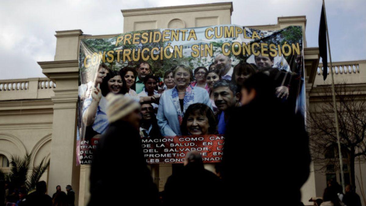 Detienen a 14 trabajadores del Hospital el Salvador tras incidente con Carabineros