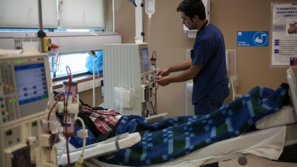 Encuesta UNAB: chilenos califican con nota 3,9 al sistema de salud en 2014