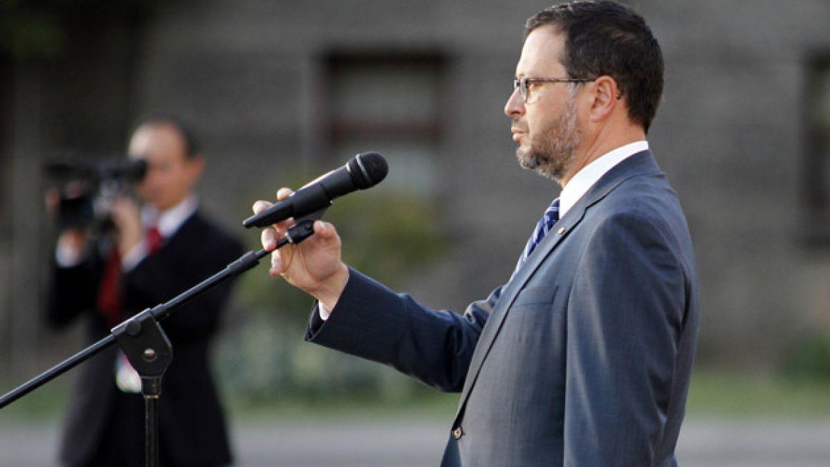 Justicia rechaza acceso a e-mails entre ex ministro Hinzpeter y ex subsecretario Ubilla por contrata