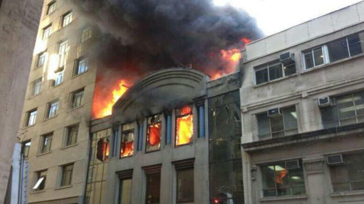 Incendio afectó a edificio contiguo a la Cancillería