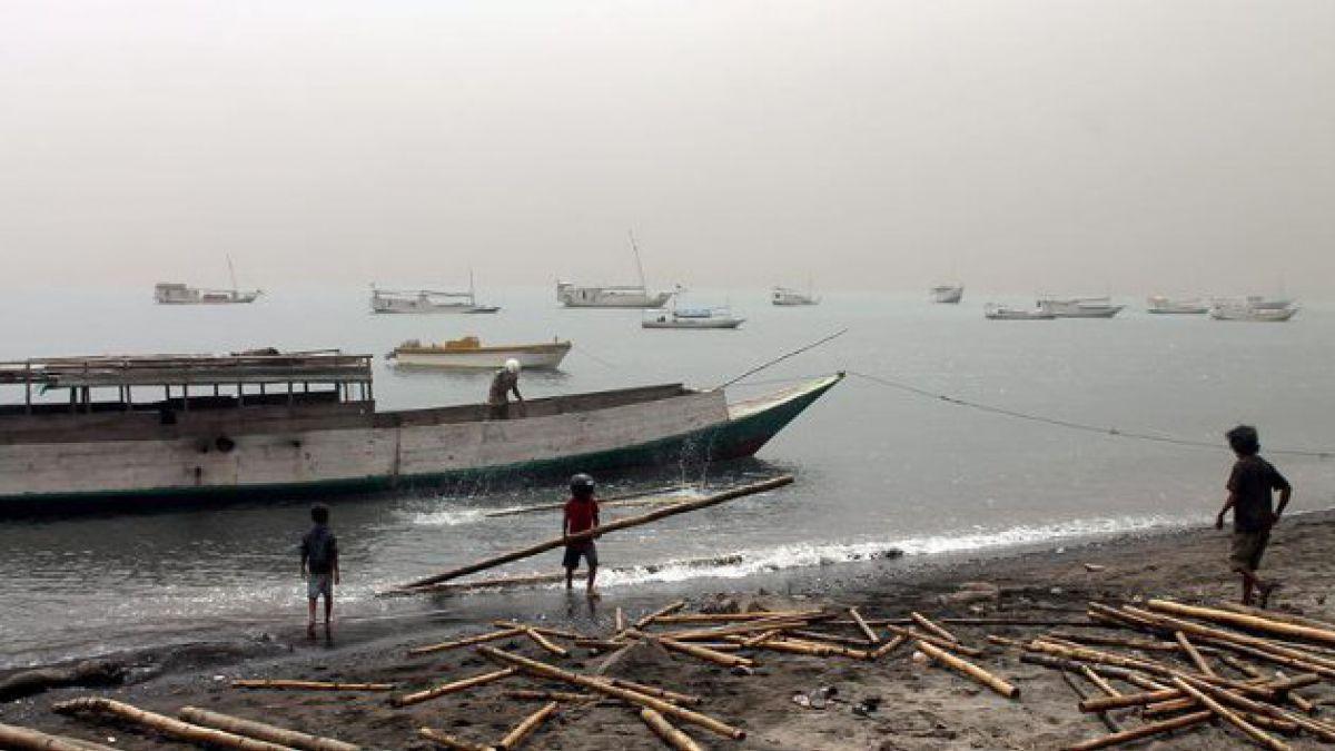 Erupción del volcán Sangeang Api moviliza a Indonesia
