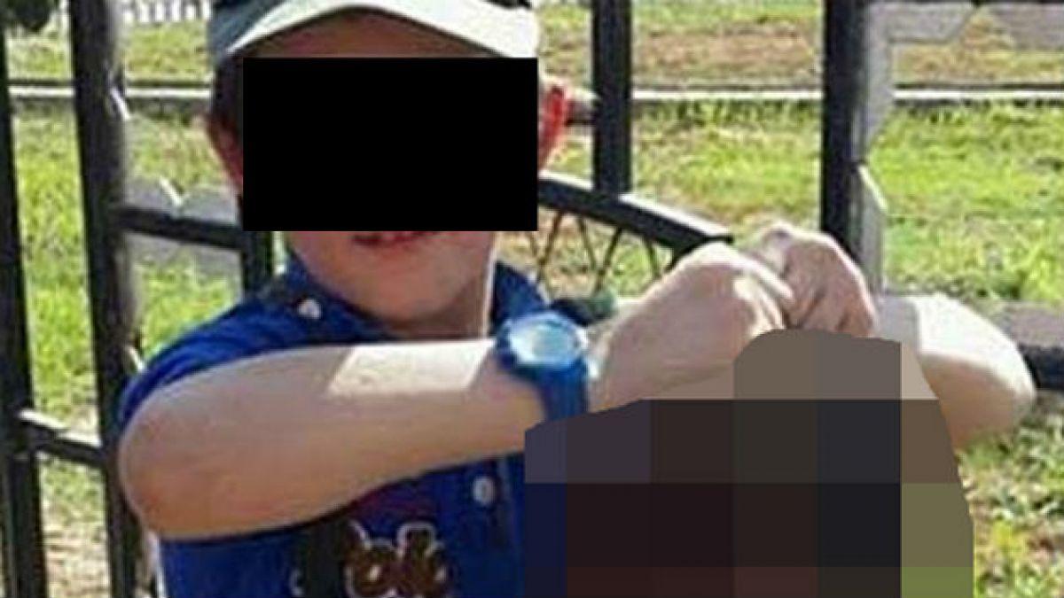 Militante ISIS difunde foto de su hijo con la cabeza de un soldado sirio decapitado