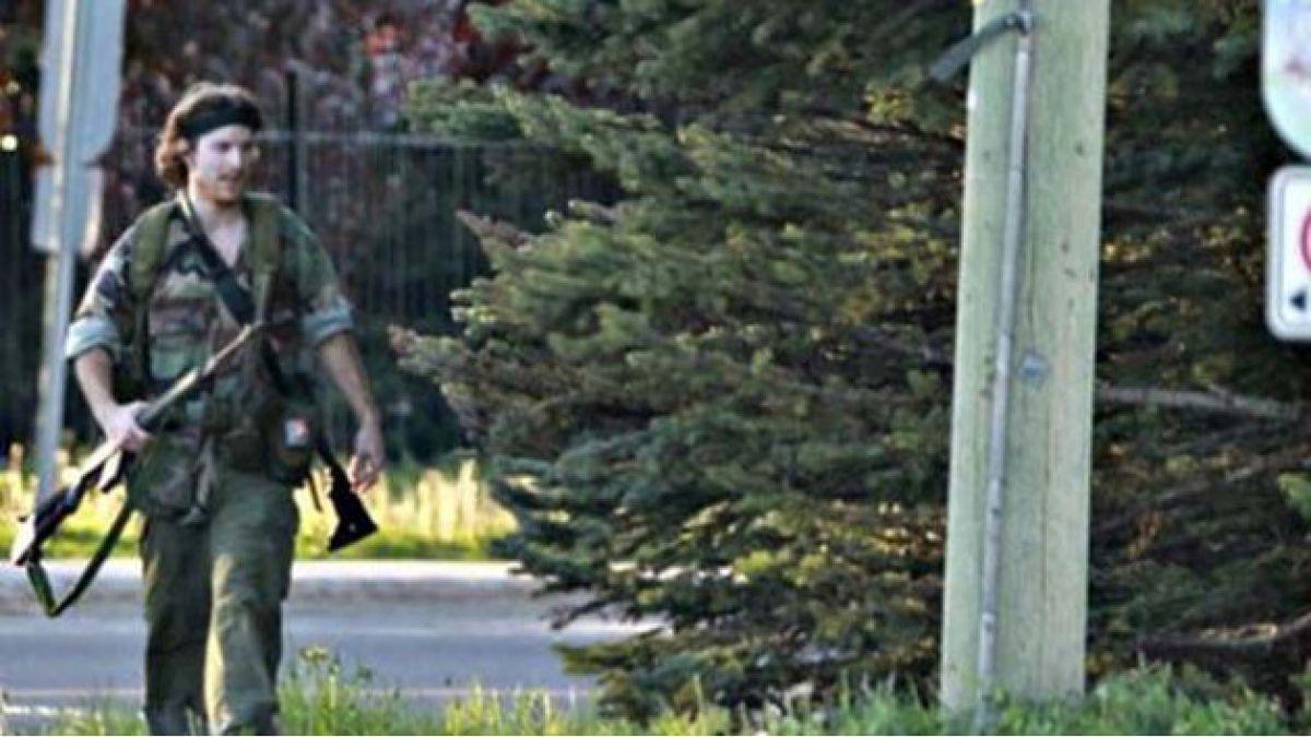 Capturan a canadiense que asesinó a tres policías montados y escapó por 30 horas